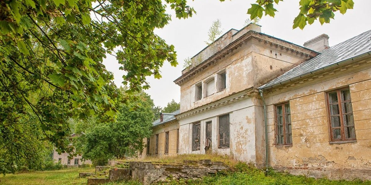 The palace of Sapieha and Potocki is for sale outside Brest: «The place is gorgeous, the border is nearby»