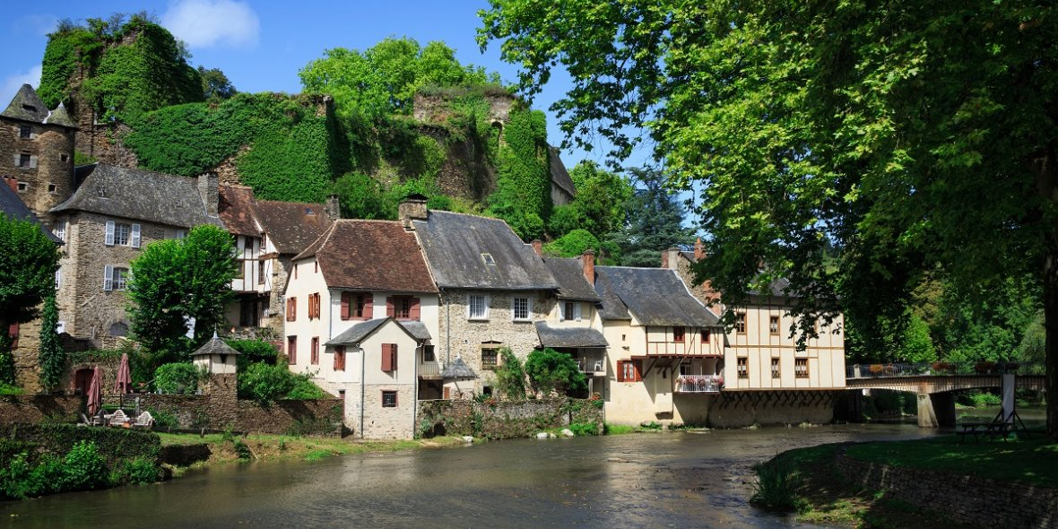 InFrance, houses and square meters ofland are now also being sold for 1euro 2021