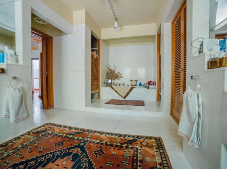 Houses and villas 8 bedrooms in Alacant Alicante