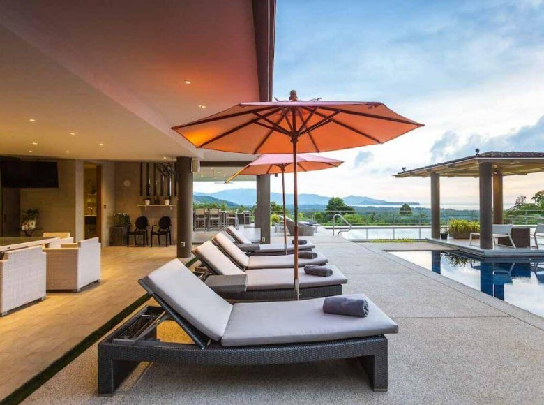 Houses and villas 7 bedrooms 1 220 m² in Phuket Province, Thailand - 32078144