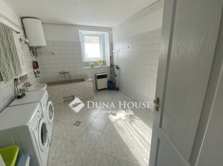 House 105 m² in Central Hungary, All countries - 34472394