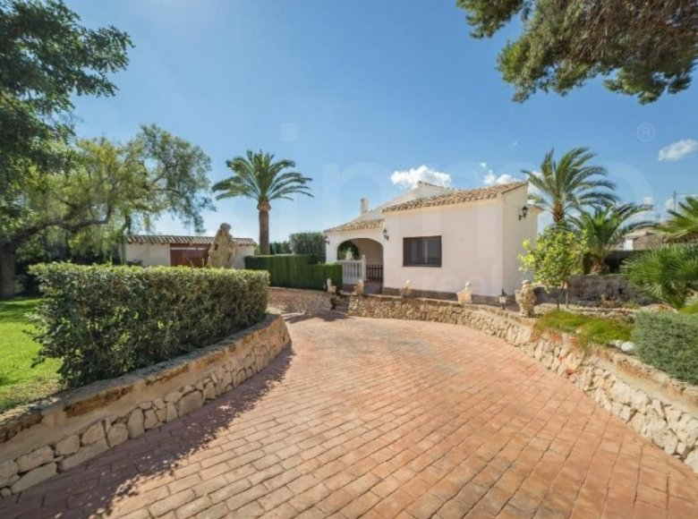 Land 6 bedrooms 978 m² in Alicante, Spain