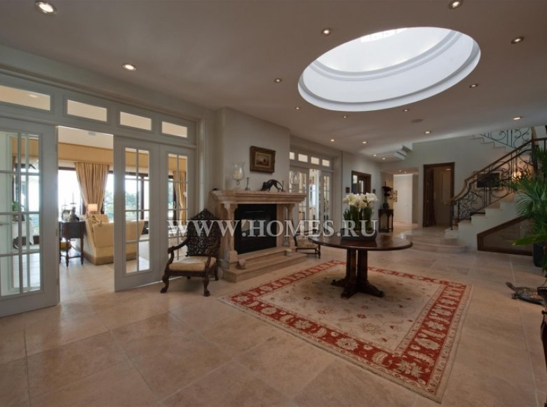 Houses and villas 8 bedrooms in Malaga