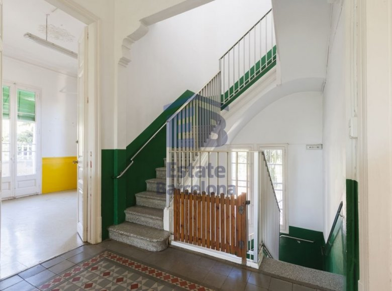 9 room house in Barcelona