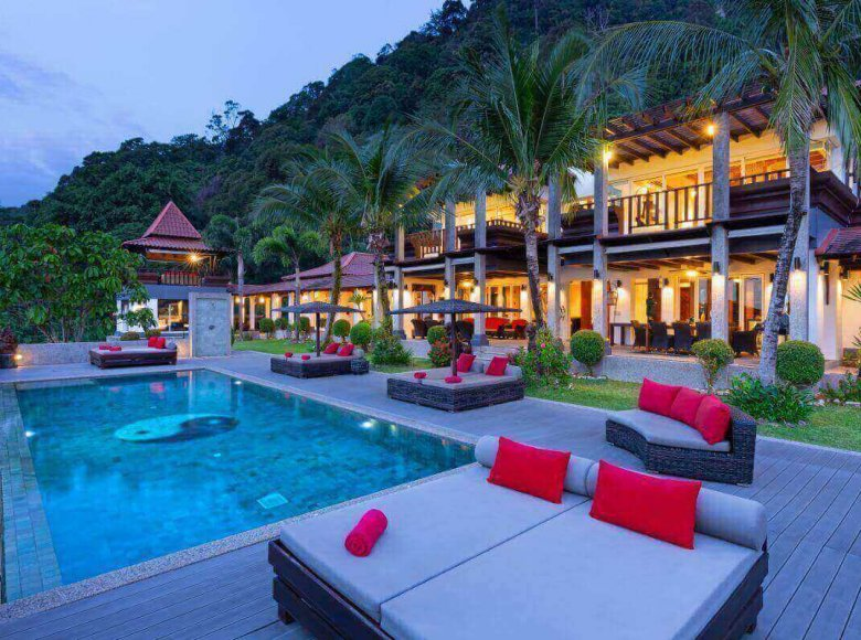 Houses and villas 7 bedrooms 1 050 m² in Phuket Province, Thailand - 41570124