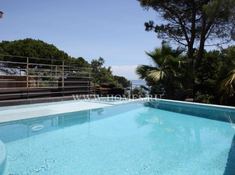Houses and villas 7 bedrooms 240 m² in France, France - 30525952