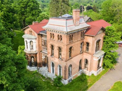 The estate of the famous artist Mihail Chemiakin is on the market in the USA