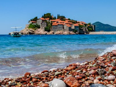 What attracts buyers of real estate in the town of Bar in Montenegro?