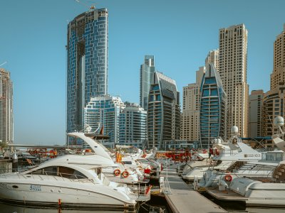 Dubai isissuing residence permits toforeign pensioners for aperiod of5years. This new program has its own characteristics and advantages